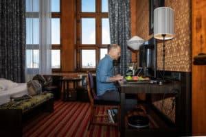 Parool: Te druk thuis? Een ochtend stevig doorwerken in een hotel